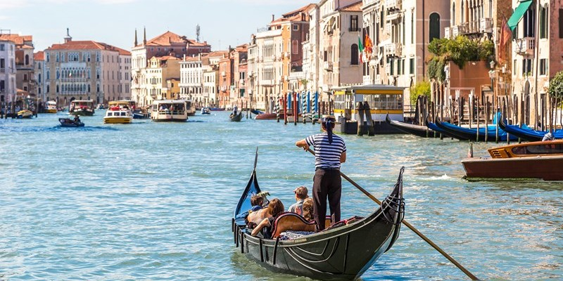 transportation in the waterways of venice Durring the festivals you can spot many a list celebrities cruising in a venice water transportation in venice transfers from venice airport to venice.