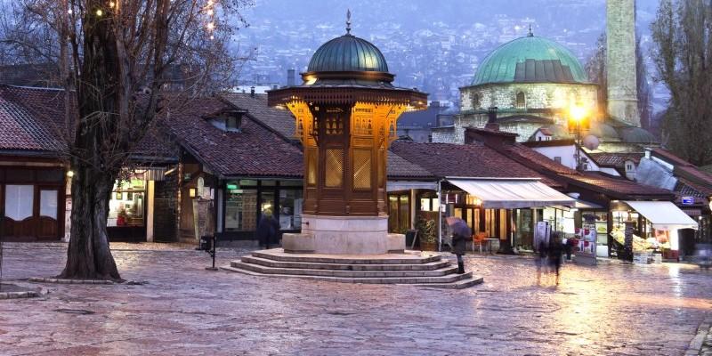 https://d2bgjx2gb489de.cloudfront.net/gbb-blogs/wp-content/uploads/2016/04/01090140/Sarajevo-old-town-800x400.jpg