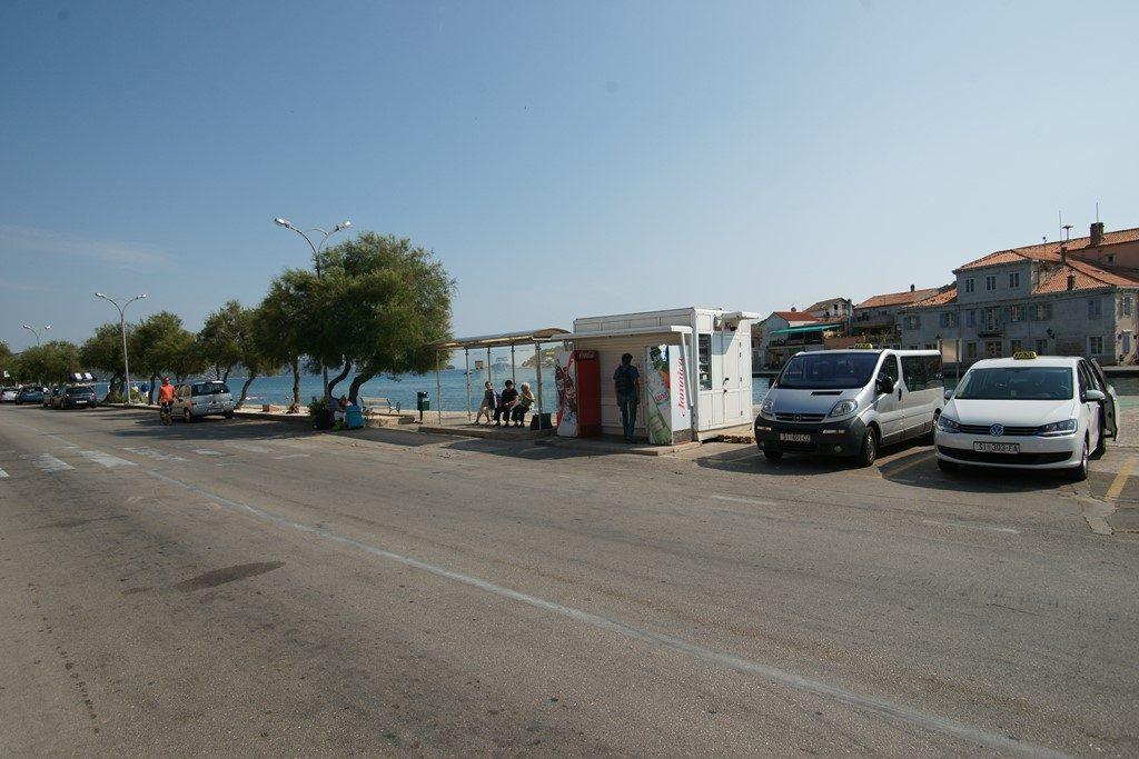 Bus-stop-Tisno