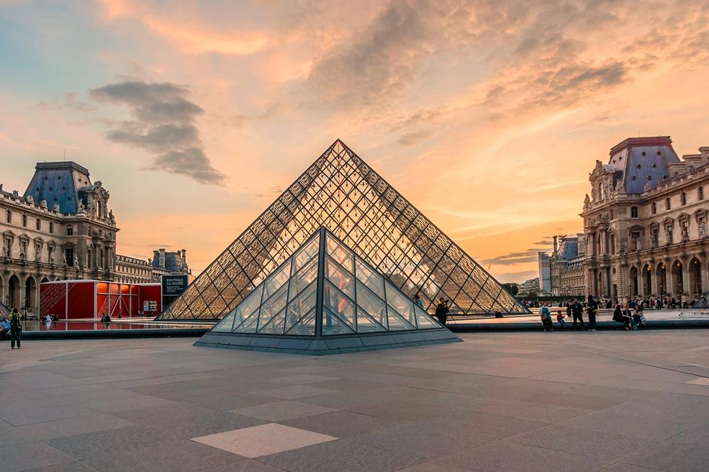 louvre-museum-in-parijs