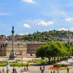 Stuttgart (Deutschland) Schlossplatz im Sommer, Blick vom kleinen Schlossplatz