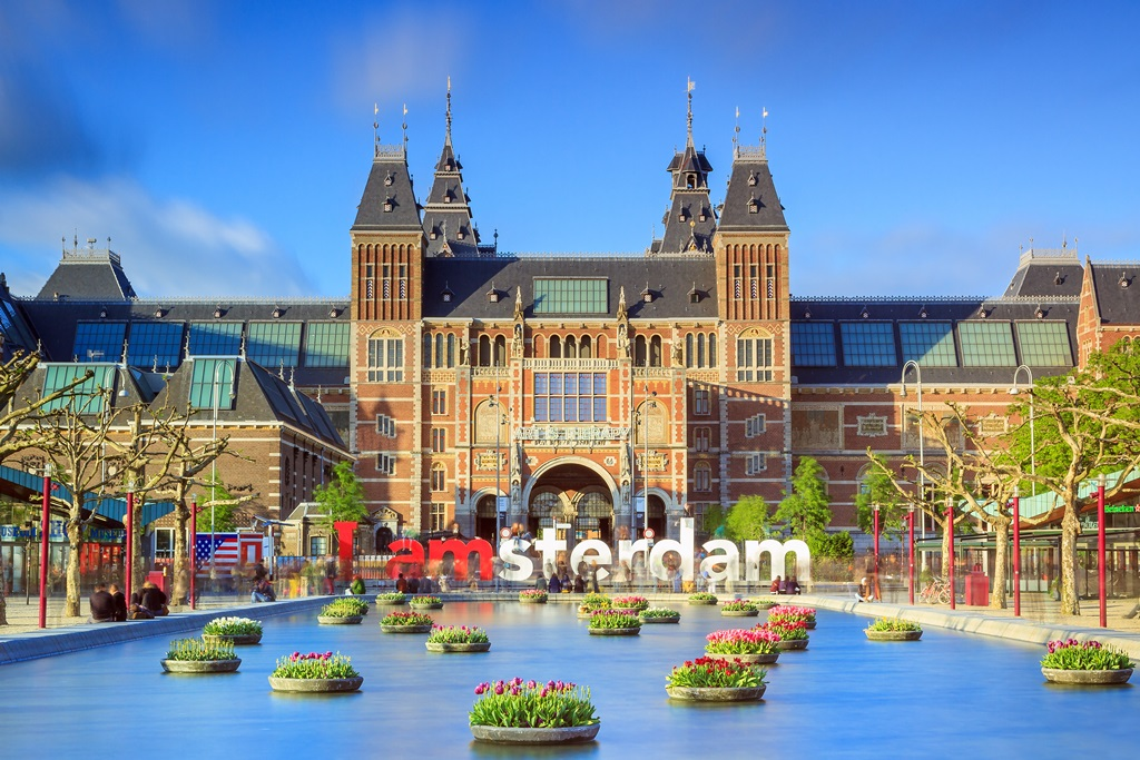 5 reasons to visit the netherlands what to visit in holland if youre lucky enough to be there on kings day on april 27th each year youll see the city in its full shine with colourful street parties sciox Image collections