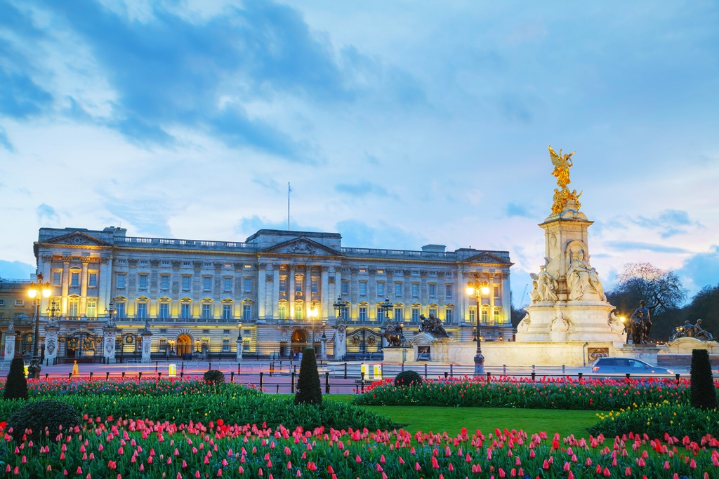 Buckingham palace in London, Great Britain at sunset