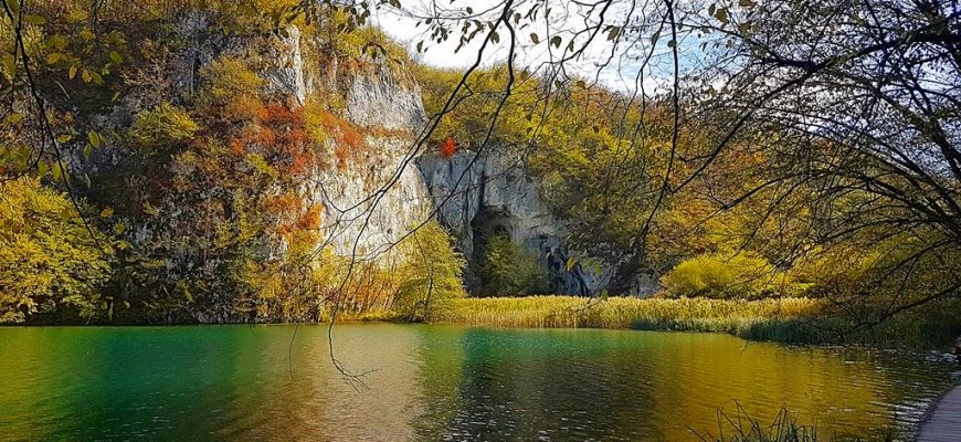 Colors of Plitvice in fall