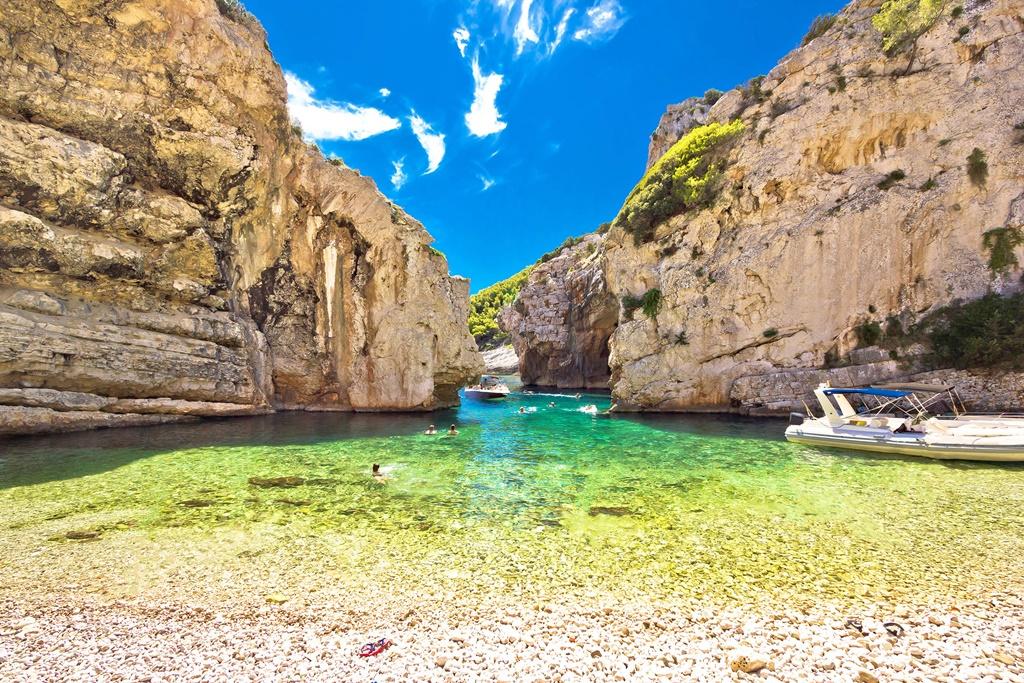 Croatia sights: Stiniva Beach, Vis