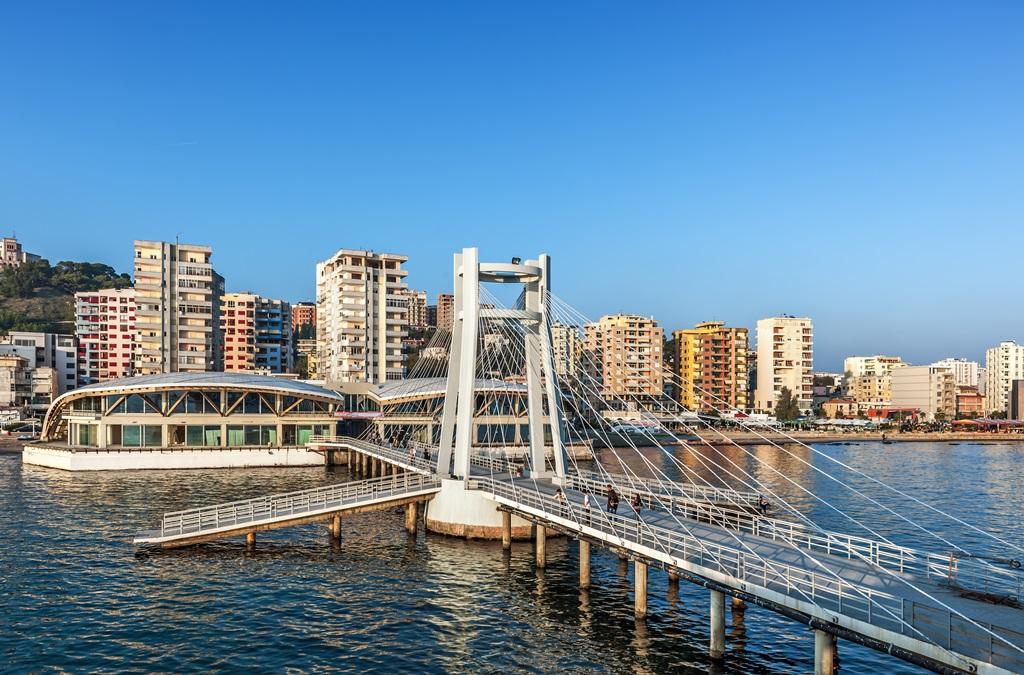 Widok na albańskie miasto Dürres