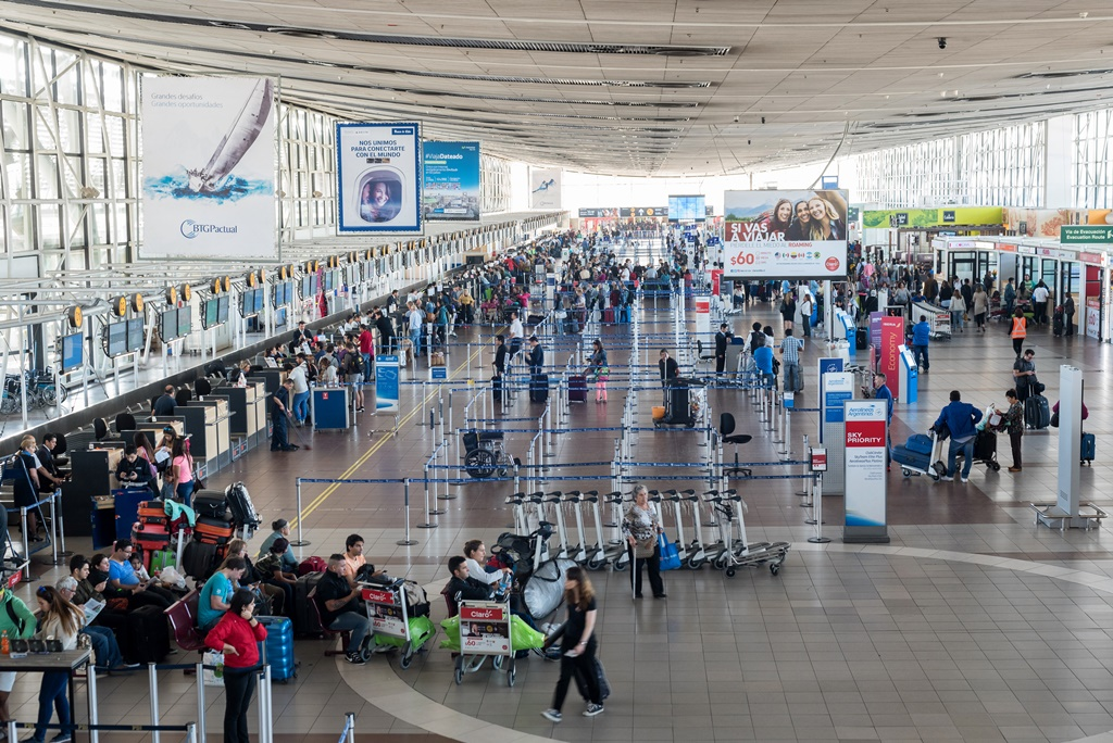 Santiago International Airport, Airports in Chile