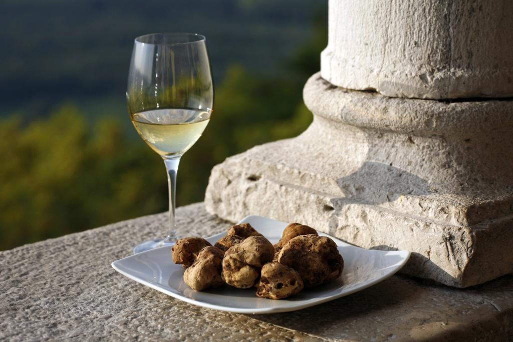 Tartufi bianchi e vino dell'Istria