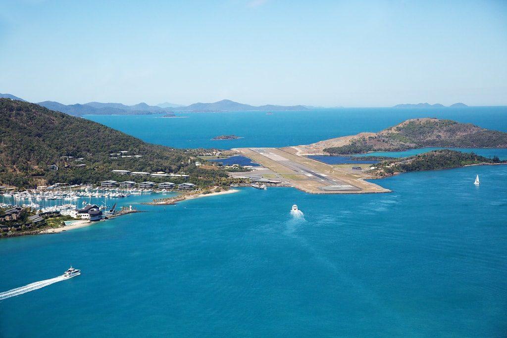Vista aerea della pista dell'Aeroporto di Hamilton Island